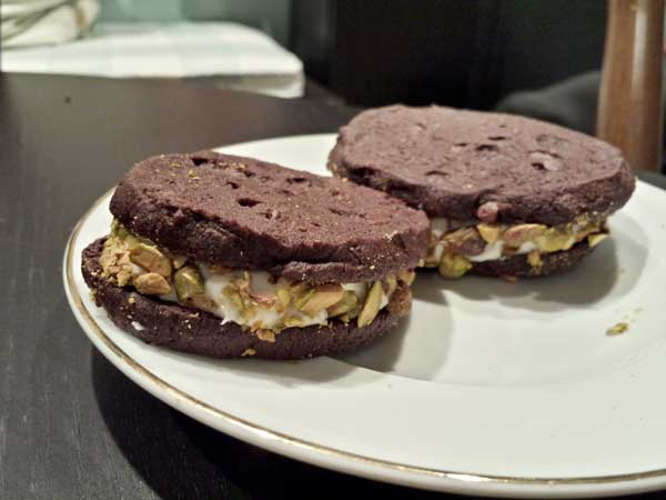 chocolate-anoli-sandwich-cookies-(12)